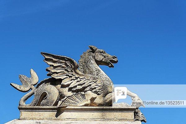 Fabelwesen  geflügeltes Pferd  im Schlosspark  Schloss  Schwerin  Mecklenburg-Vorpommern  Deutschland  Europa