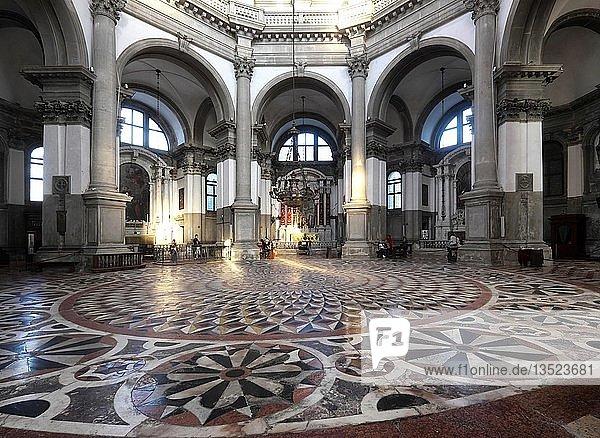 Innenraum Kirche Santa Maria della Salute  Venedig  Venetien  Italien  Europa
