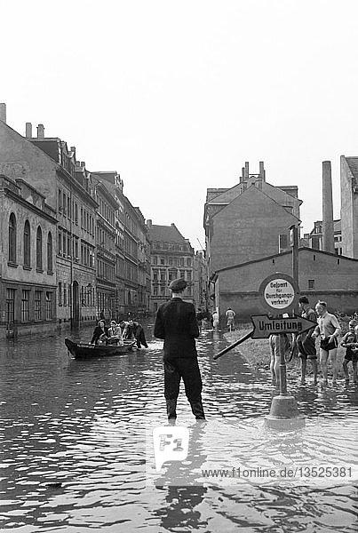 Hochwasser  1954  Alexanderstraße heute Max-Beckmann-Straße  Leipzig  Sachsen  DDR  Deutschland  Europa