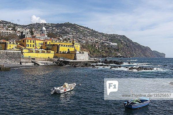 Ausblick auf Festung Fortaleza de Sao Tiago  Funchal  Insel Madeira  Portugal  Europa