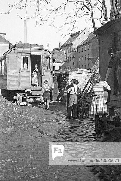 Notwohnung und Behelfsunterkunft  wohnen im Bauwagen 1948  Leipzig  Sachsen  DDR  Deutschland  Europa