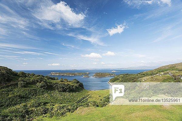 Blick vom Aussichtspunkt Drumbeg Viewpoint an der Atlantikküste  Grafschaft Sutherland  Schottland  Großbritannien  Europa
