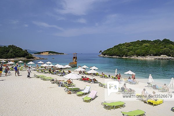 Strand in Ksamil  Nationalpark Butrint  bei Saranda  Sarandë  Ionisches Meer  Qark Vlora  Albanien  Europa