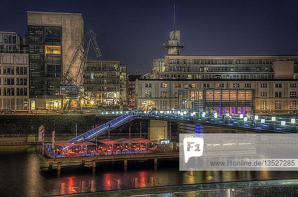 Restaurant Lido auf der Hafenbrücke im Medienhafen  Düsseldorf  Rheinland  Nordrhein-Westfalen  Deutschland  Europa
