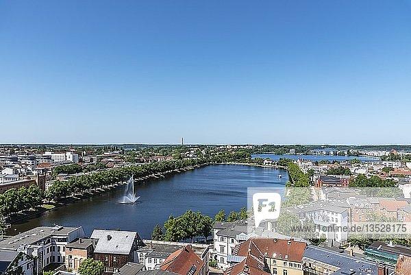 Ausblick vom Dom über die Stadt mit Pfaffenteich und Ziegelsee  Schwerin  Mecklenburg-Vorpommern  Deutschland  Europa