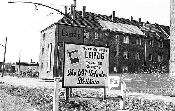Ortseingangsschild  Riesaer Straße  69. Infanterie Division der US-Armee  69th Infantry Division of the US-Army  1945  Leipzig  Sachsen  DDR  Deutschland  Europa