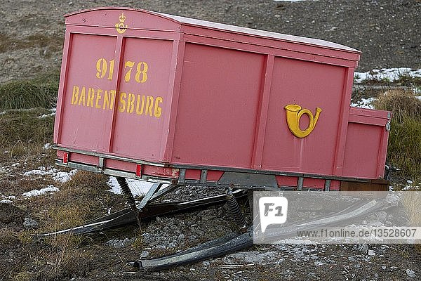 Anhänger für Postschlitten  Russische Bergarbeitersiedlung Barentsburg  Isfjorden  Spitzbergen  Svalbard  Norwegen  Europa