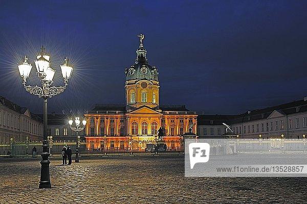 Hauptportal des Schloss Charlottenburg während des Festival of Lights 2009  Berlin  Deutschland  Europa