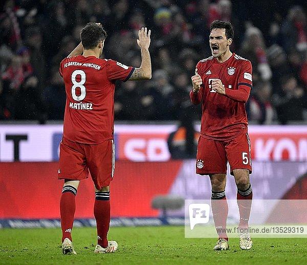 Jubel bei Javi Javier Martinez FC Bayern München (links) und Mats Hummels FC Bayern München (rechts)  Allianz Arena  München  Bayern  Deutschland  Europa