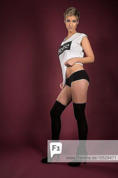 Frau mit langen Socken