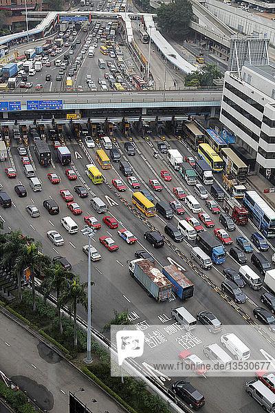 Stau an der Mautstelle zum Cross-Harbour Tunnel  Kowloon  Hongkong  China  Asien