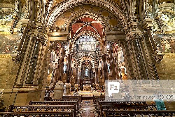 Innenraum der Basilika Saint-Sixte d'Ars  Wallfahrtskirche in Ars-sur-Formans  Auvergne-Rhone-Alpes  Frankreich  Europa