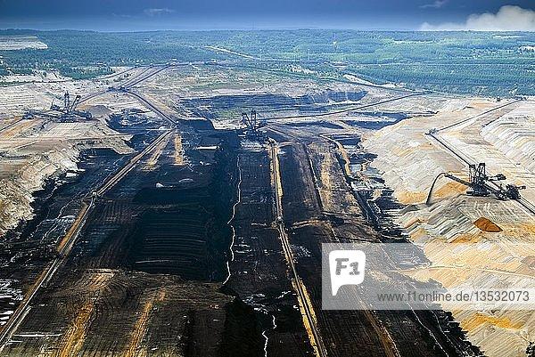 Tagebau Hambach im rheinischen Braunkohlerevier  Nordrhein-Westfalen  Deutschland  Europa