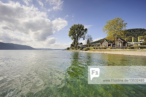 Das Naturbad mit dem Restaurant Seehaus am Ufer von Sipplingen  Bodenseekreis  Baden-Württemberg  Deutschland  Europa