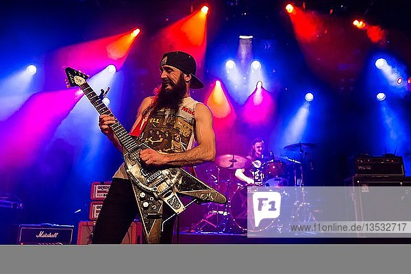 Jeff Curran  Gitarrist von der australischen Rockband Dallas Frasca live in der Schüür Luzern  Schweiz  Europa