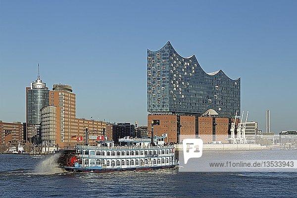 Raddampfer Louisiana Star  Elbphilharmonie  Hamburg  Deutschland  Europa
