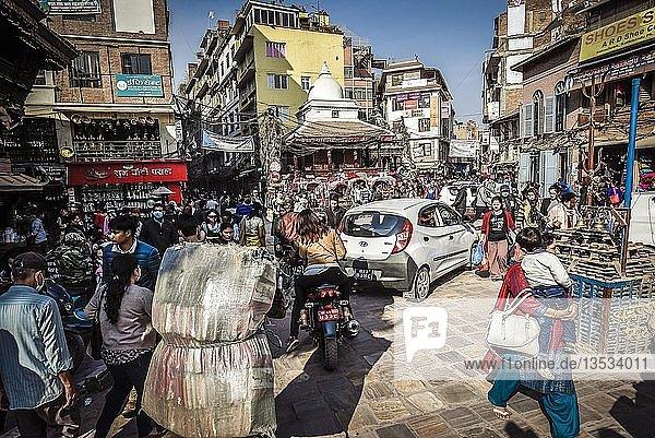 Straßenszene in der Altstadt von Kathmandu  Nepal  Asien