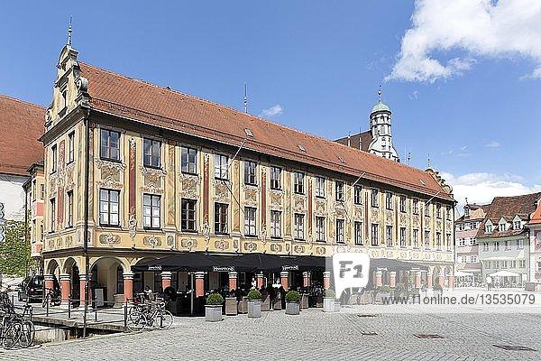 Steuerhaus  Verwaltungsgebäude am Markt  Memmingen  Schwaben  Bayern  Deutschland  Europa