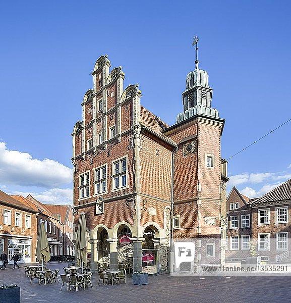 Historisches Rathaus der Stadt Meppen mit münsterländischem Stufengiebel  Meppen  Emsland  Niedersachsen  Deutschland  Europa