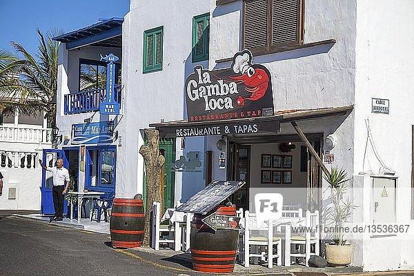 Fischrestaurant und Tapas-Bar am Strand vom Fischerdorf El Golfo  Lanzarote  Kanarische Inseln  Spanien  Europa