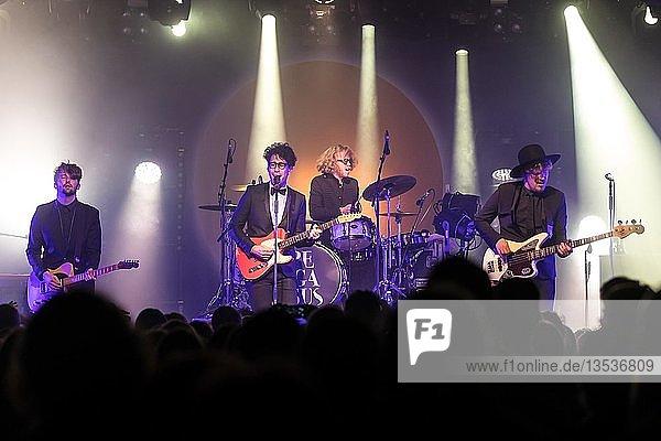 Die Schweizer Band Pegasus live in der Schüür Luzern  Schweiz Noah Veraguth  Gesang Gabriel Spahni  Bass Stefan Brønner  Schlagzeug