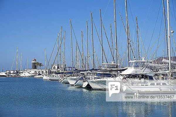 Segelboote im Sportboothafen Marina Rubicon  Playa Blanca  Lanzarote  Kanarische Inseln  Spanien  Europa