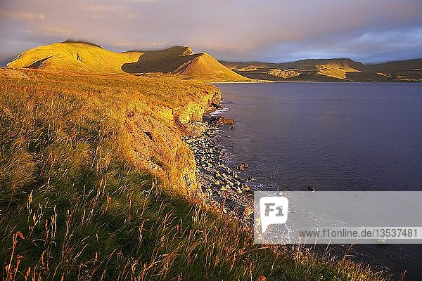 Abendsonne am Fjord Grundarfjörður  Snæfellsnes  Westisland  Island  Europa