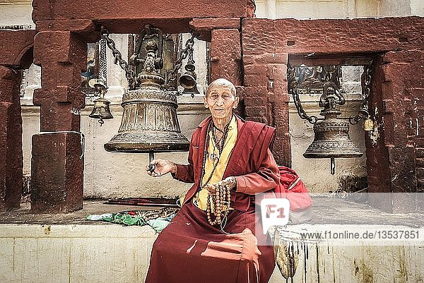 Buddhistischer Mönch  Boudhanath Stupa  Boudha  Kathmandu  Nepal  Asien