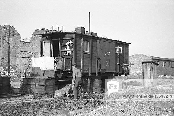 Notwohnung und Behelfsunterkunft  wohnen im Eisenbahnwaggon 1948  Leipzig  Sachsen  DDR  Deutschland  Europa