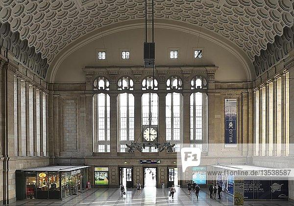 Innenansicht  Bahnhofshalle  Hauptbahnhof Leipzig  Leipzig  Sachsen  Deutschland  Europa