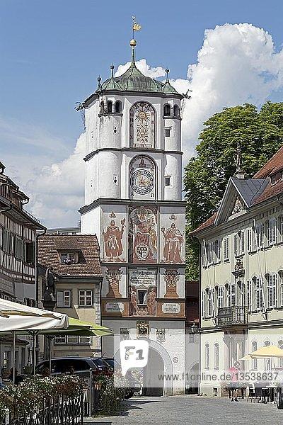 Herrenstraße mit Frauentor  Wangen  Allgäu  Baden-Württemberg  Deutschland  Europa
