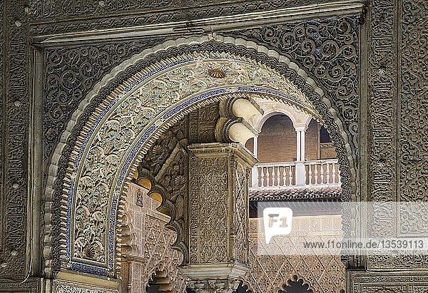 Künstlerische maurische Architekturdetails im Alcazar von Sevilla  Sevilla-Provinz  Andalusien  Spanien  Europa