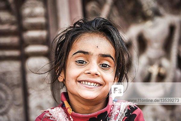 Lachendes kleines Mädchen  Mädchen  Nepal  Asien
