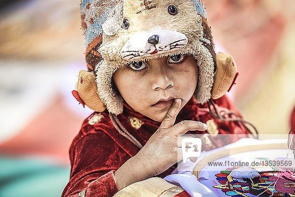 Kind mit Mütze  Kathmandu  Nepal  Asien