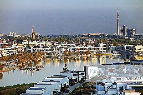 Phoenix See  dahinter Signal Iduna Park  Stadion des BVB  Dortmund  Ruhrgebiet  Nordrhein-Westfalen  Deutschland  Europa