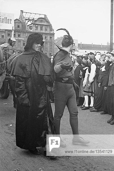 Fasching  1954  Am Markt  Leipzig  Sachsen  DDR  Deutschland  Europa
