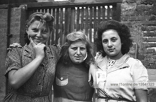 Drei Trümmerfrauen  1949  Leipzig  Sachsen  DDR  Deutschland  Europa