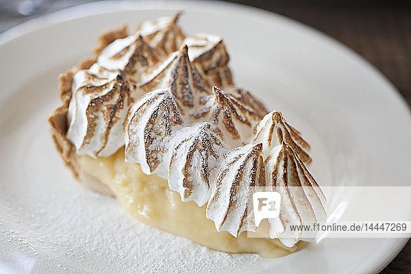 Ein Stück Lemon Meringue Pie