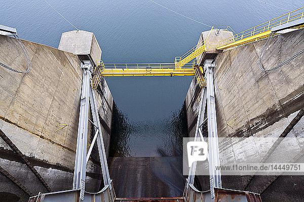 Geschlossenes Dammschleusentor