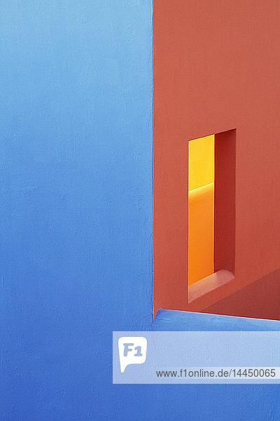 Blaue und orange Wände