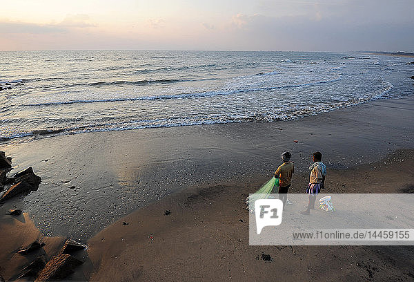 Fishermen preparing to cast fishing net at sunrise into the waters of the Bay of Bengal  Tranquebar  Tamil Nadu  India