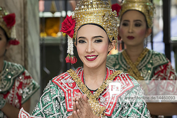 Girls dressed in traditional dancing costume  Bangkok  Thailand  Southeast Asia