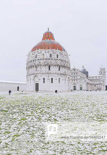 Baptistery  Cathedral and Leaning Tower on a snowy day  UNESCO World Heritage Site  Pisa  Tuscany  Italy