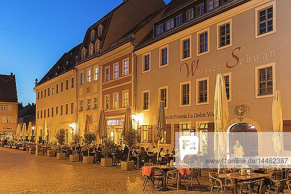 Sidewalk restaurants at the market place  Pirna  Saxon Switzerland  Saxony  Germany