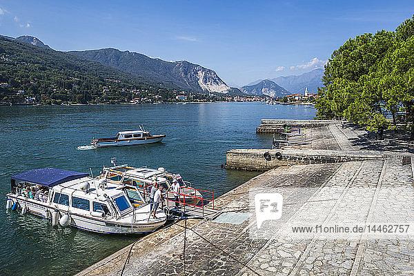 View of Isola dei Pescatori and Lake Maggiore from Isola Bella  Borromean Islands  Lago Maggiore  Piedmont  Italian Lakes  Italy