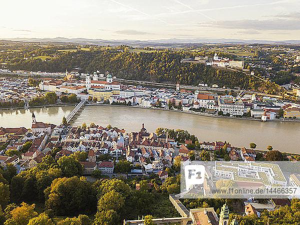 Deutschland  Bayern  Passau  Dreiflüssestadt  Luftaufnahme  Donau und Inn  Veste Oberhaus