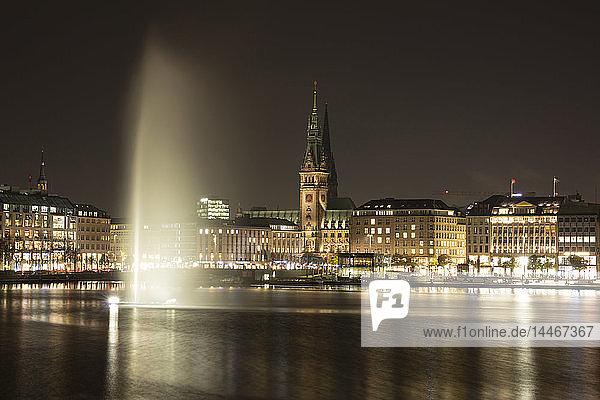 Germany  Hamburg  view to Jungfernstieg and Hamburg City Hall with Binnenalster in the foreground