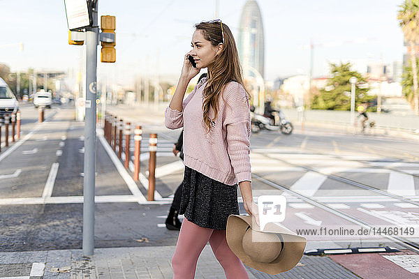 Young woman commuting in the city  talking on the phone