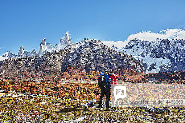 Argentina  Patagonia  El Chalten  couple on a hiking trip kissing at Fitz Roy massif