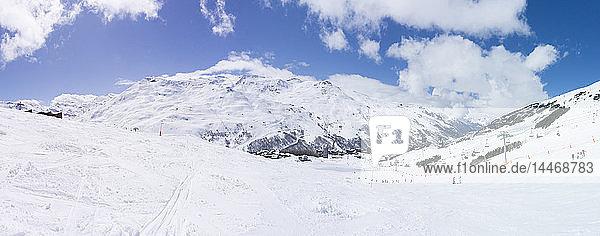 Frankreich  Französische Alpen  Les Menuires  Trois Vallees  Panoramablick auf das Skigebiet